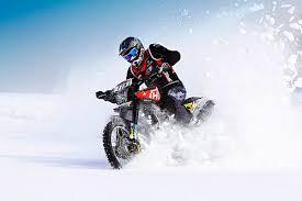 motorrad_im_winter